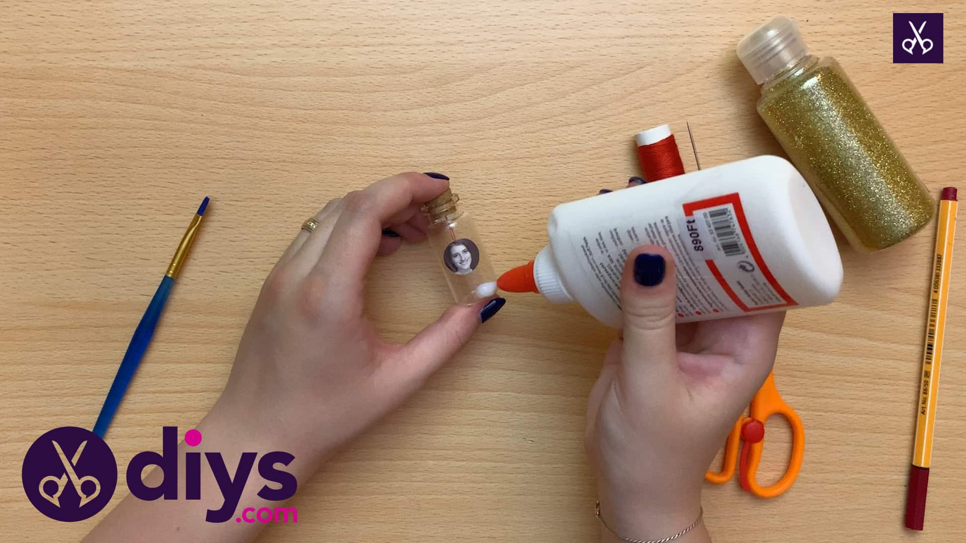 How to make a tiny photo in a bottle glue
