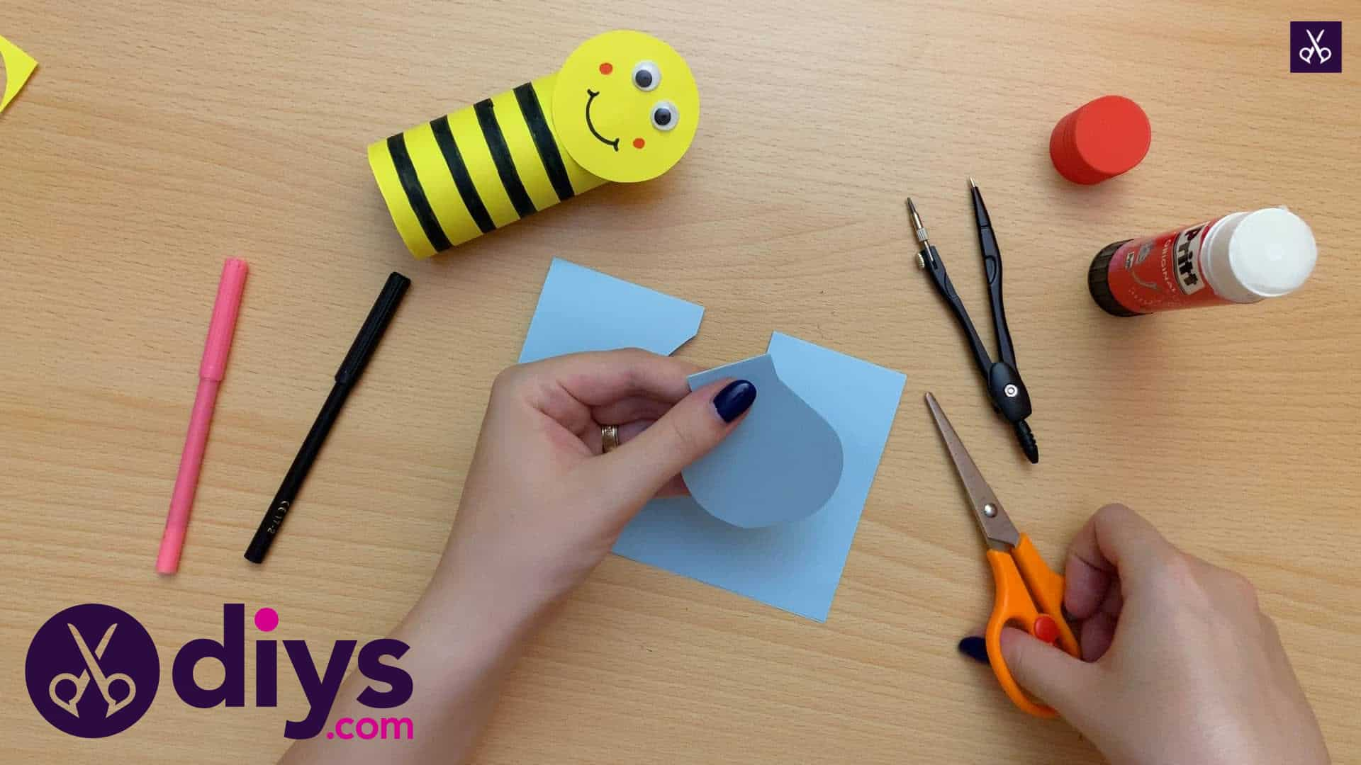 How to make a toilet paper roll bee back