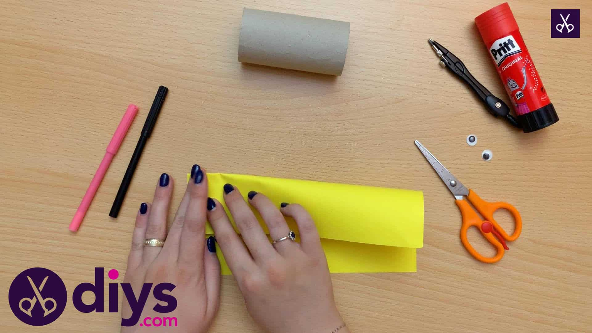 How to make a toilet paper roll bee fold