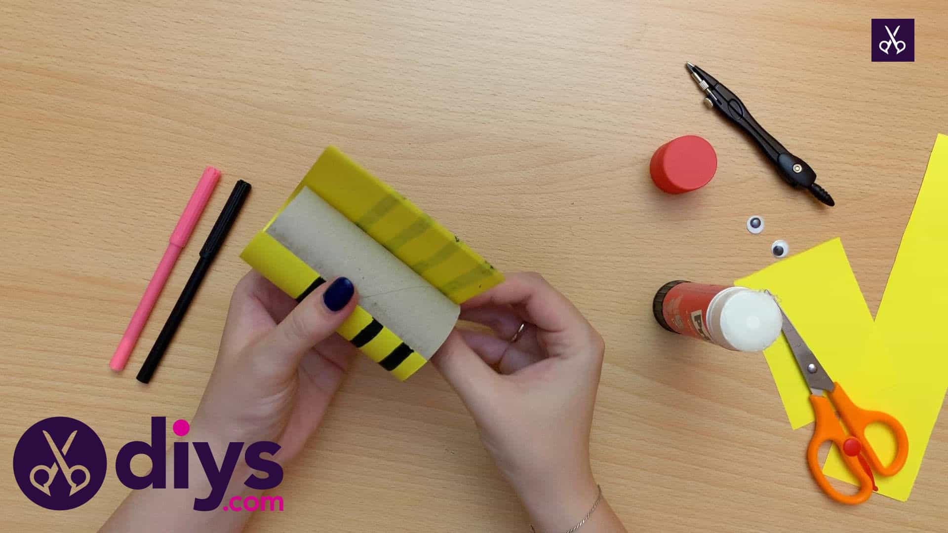 How to make a toilet paper roll bee glue