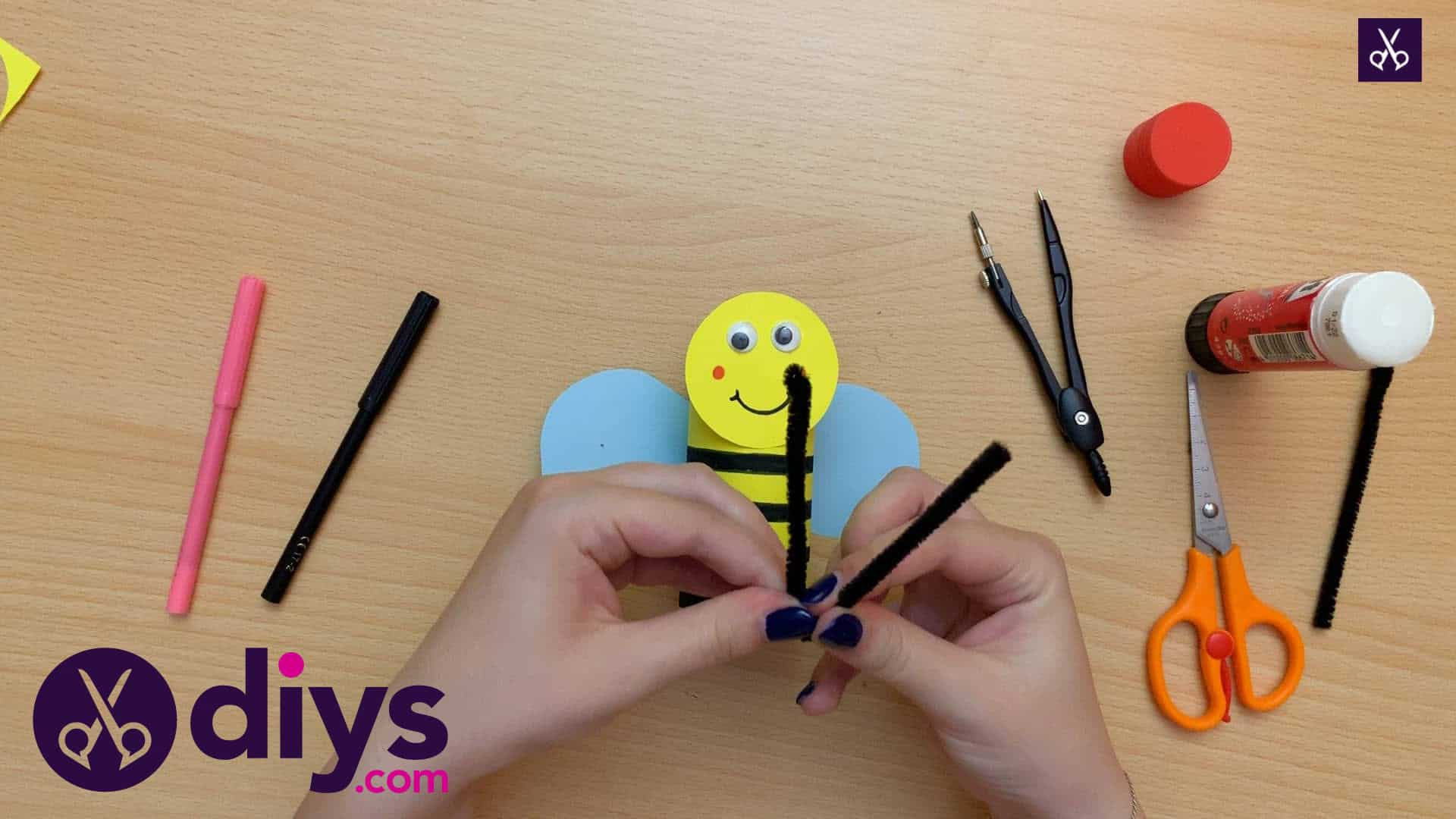 How to make a toilet paper roll bee rolls