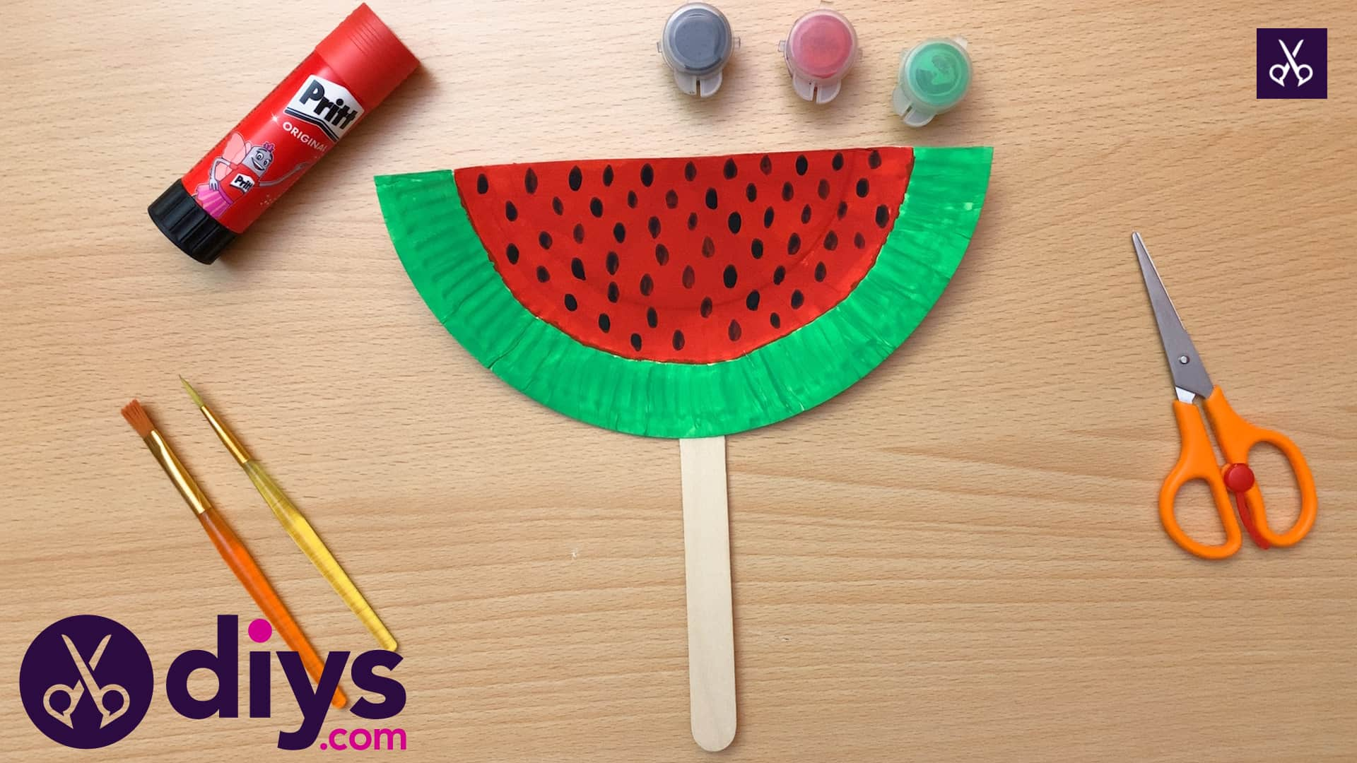 How to make a watermelon paper fan materials