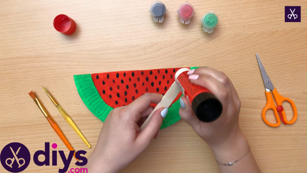 How to make a watermelon paper fan glue