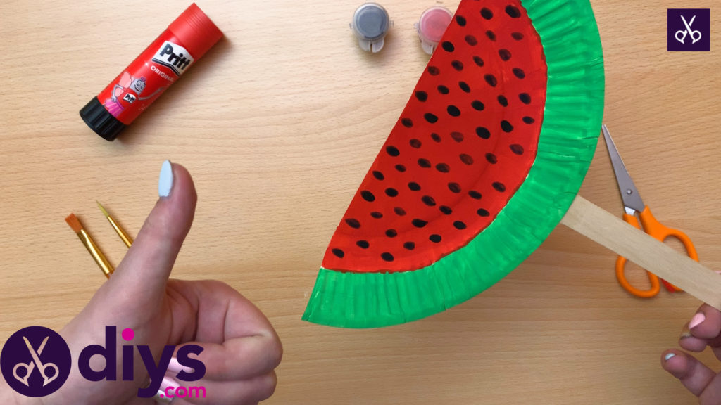 How to make a watermelon paper fan ready