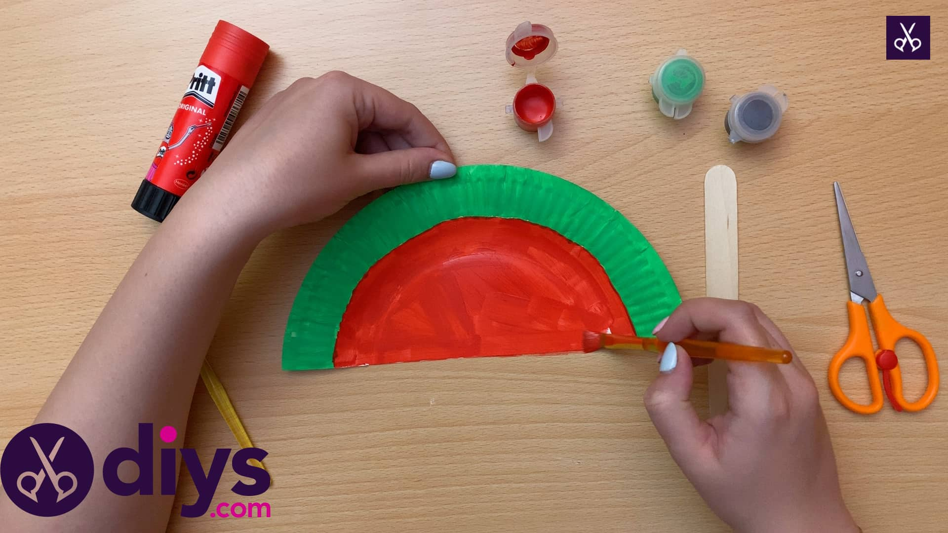 How to make a watermelon paper fan red