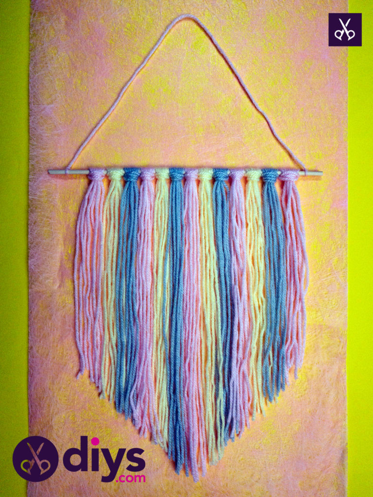 How to make a yarn wall hanging