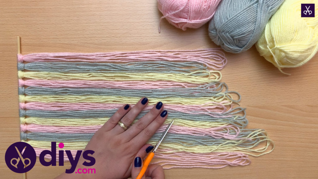 How to make a yarn wall hanging cut