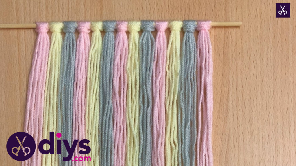 How to make a yarn wall hanging step 4