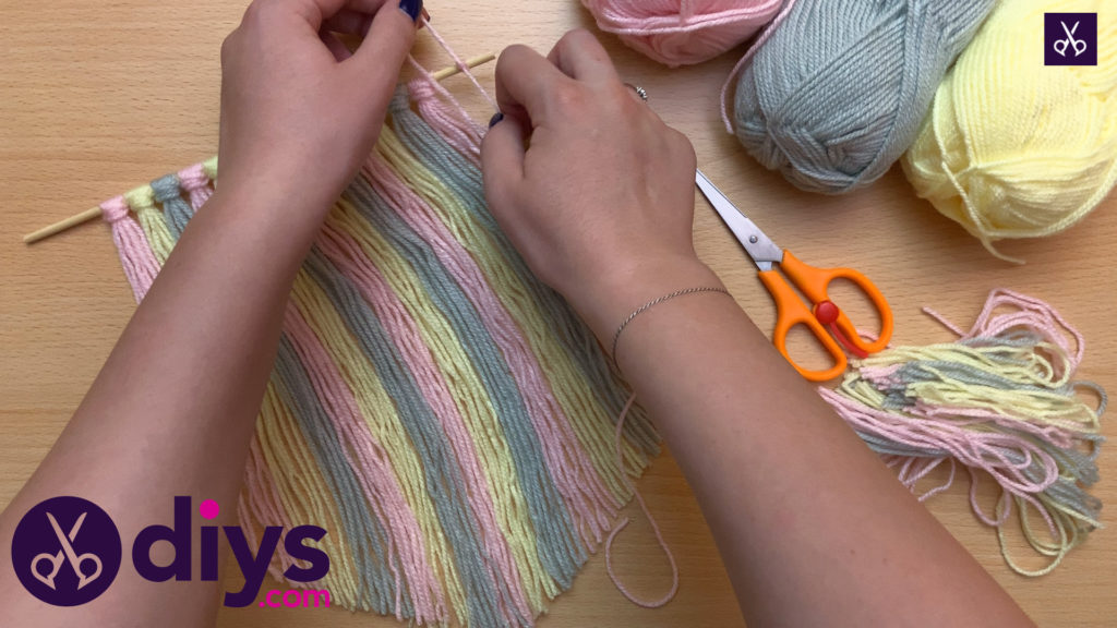 How to make a yarn wall hanging display