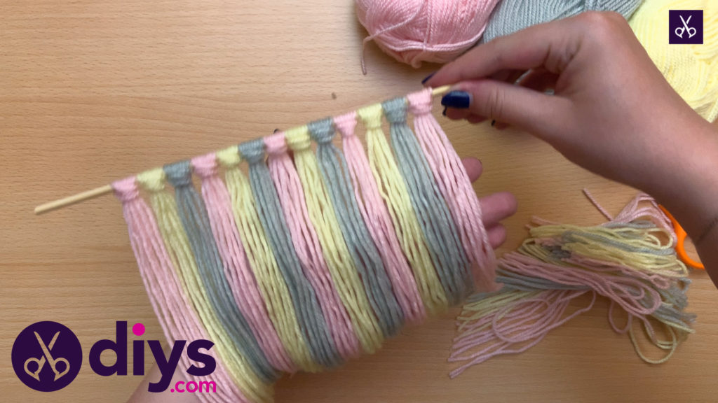 How to make a yarn wall hanging press