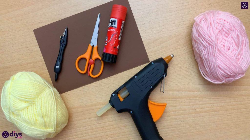 How to make an ice cream pom pom glue gun