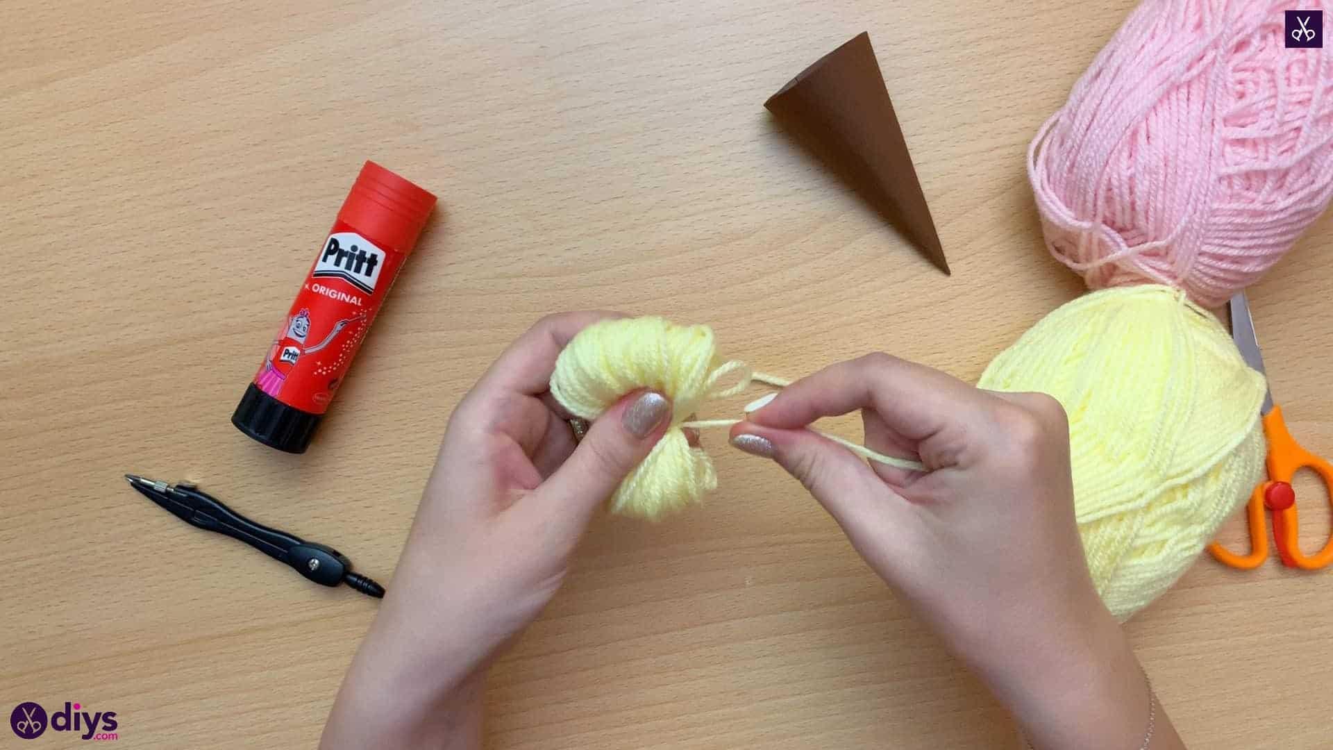 How to make an ice cream pom pom knot