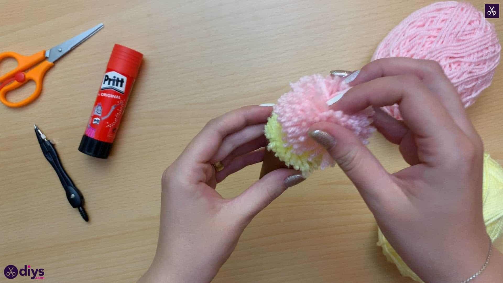 How to make an ice cream pom pom top