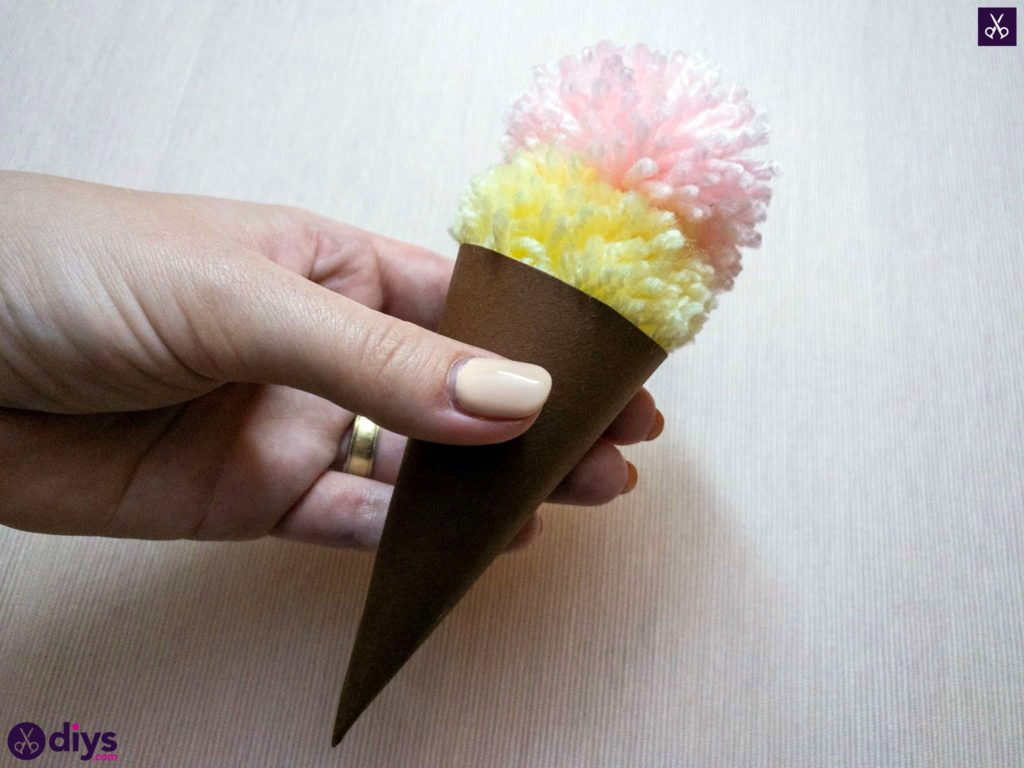 How to make an ice cream pom pom use