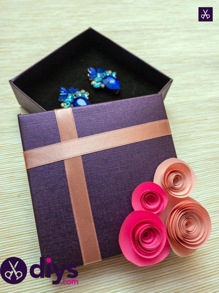 Jewelry how to make a decorated gift box