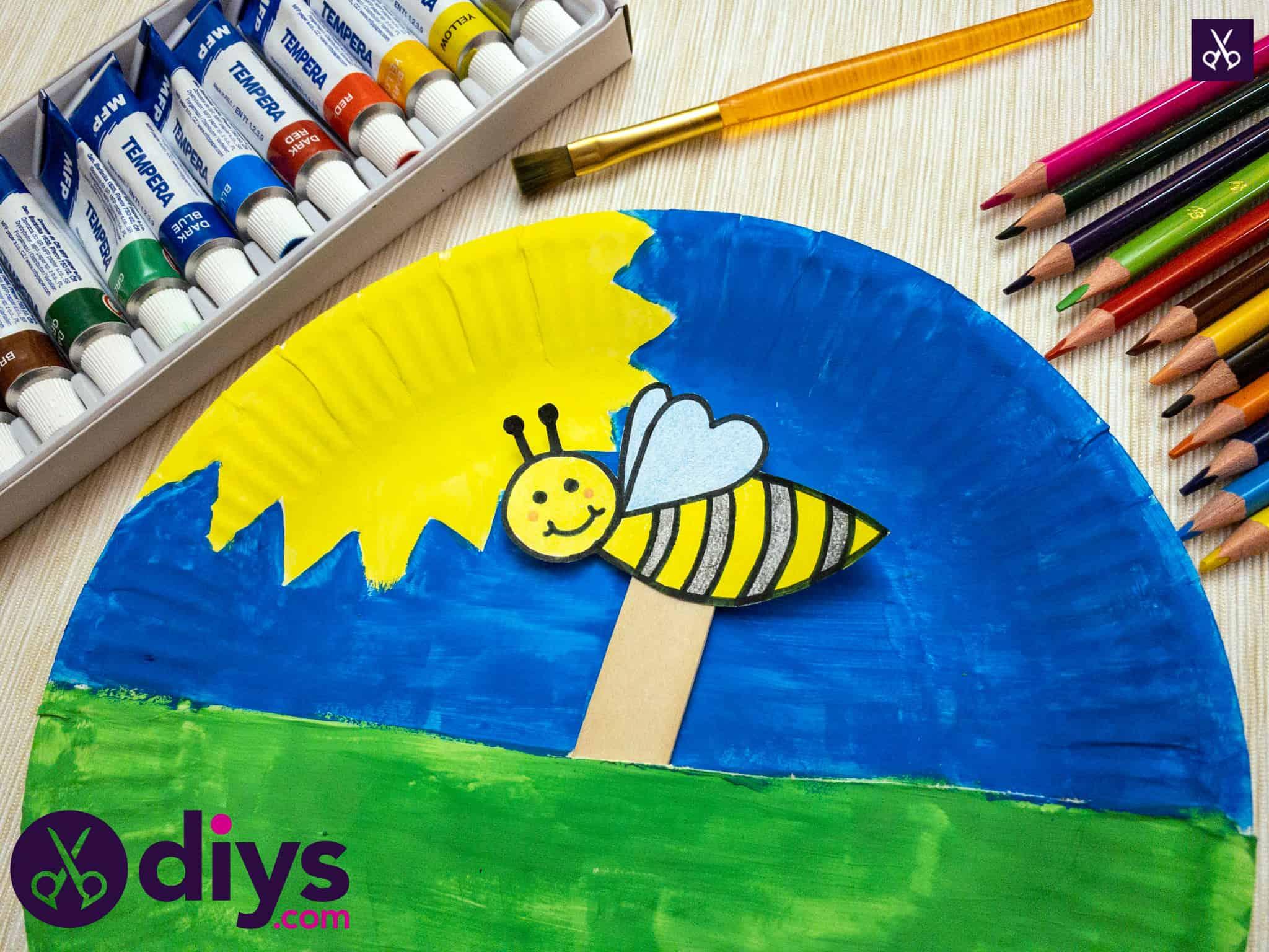 Kids paper plate bee puppet