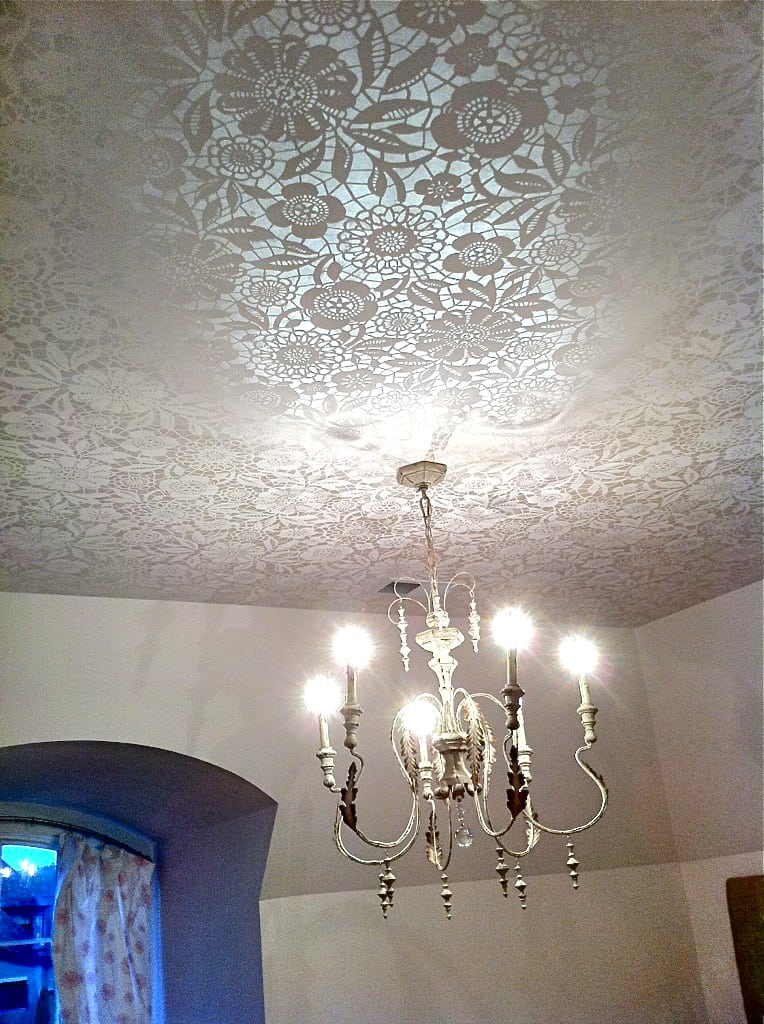 Lace stencilled ceiling