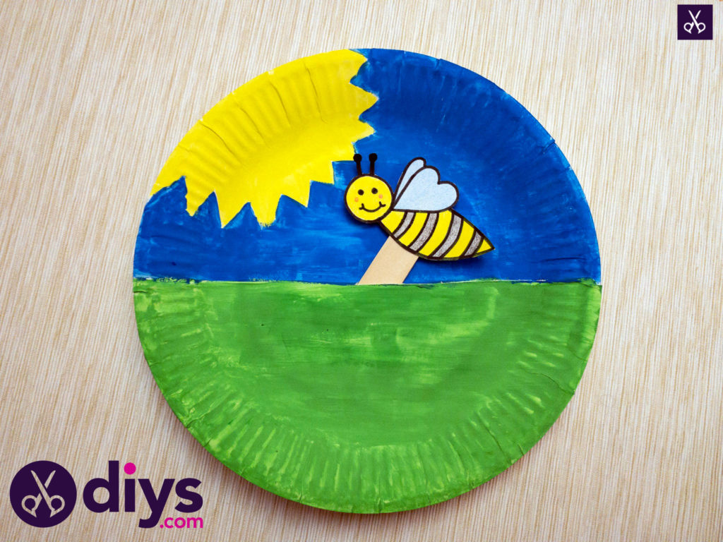 Paper plate bee puppet kids craft