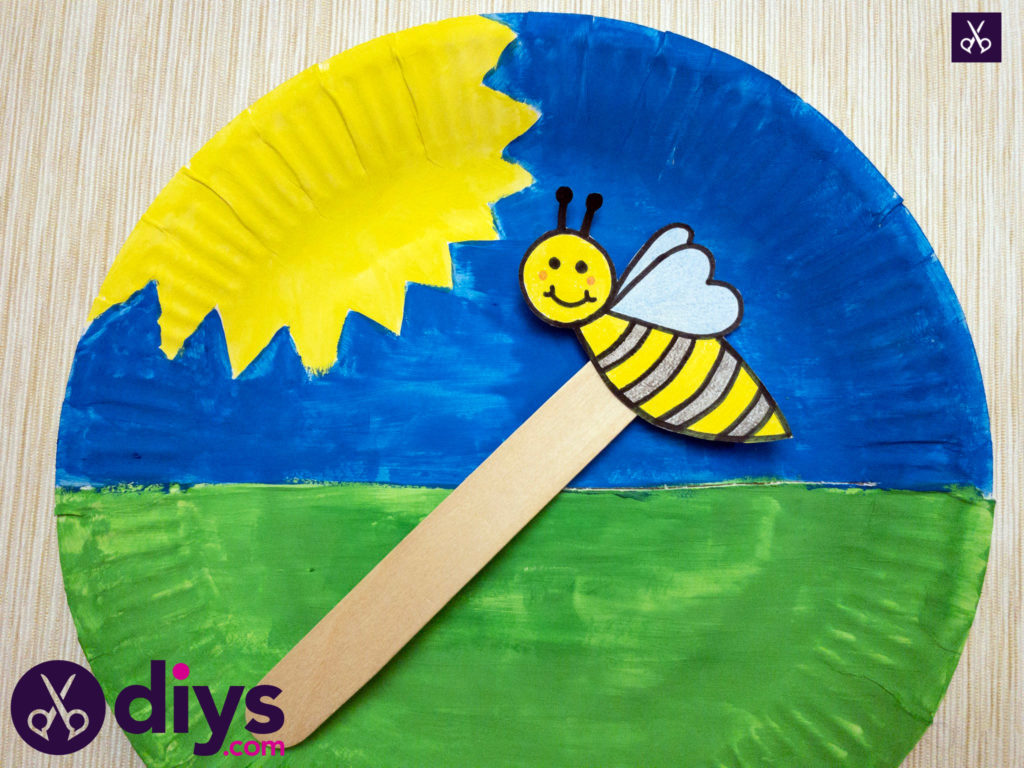 Paper plate bee puppet attach