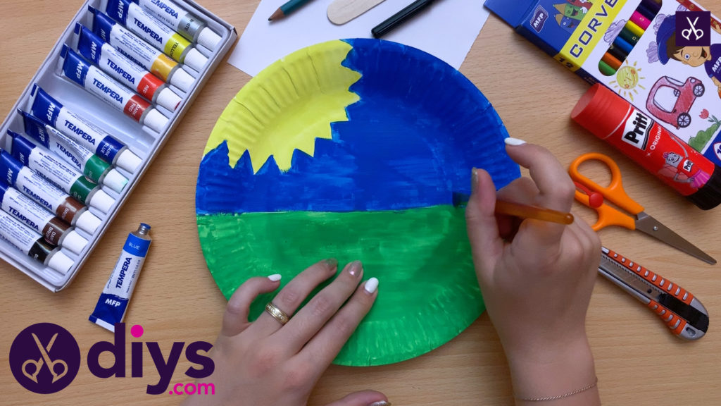 Paper plate bee puppet colorful project