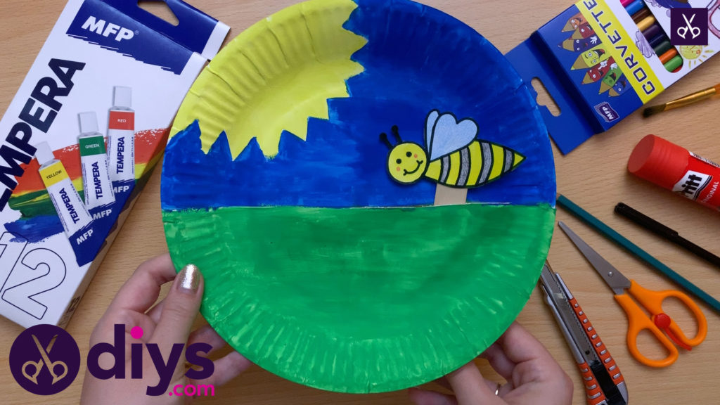 Paper plate bee puppet sunflower
