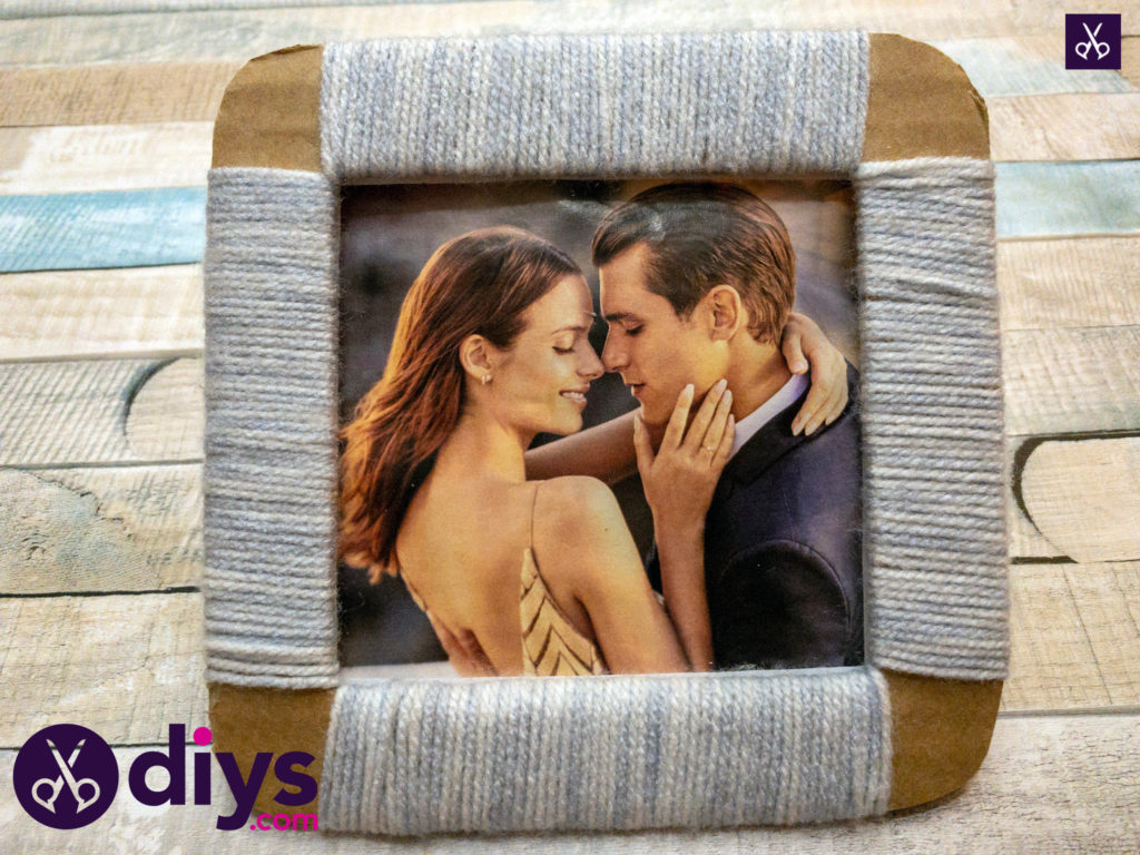 Simple how to make a cardboard photo frame