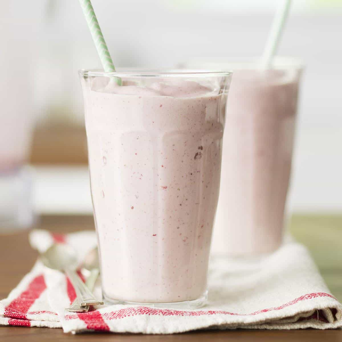 Thick strawberry shakes 5 minutes