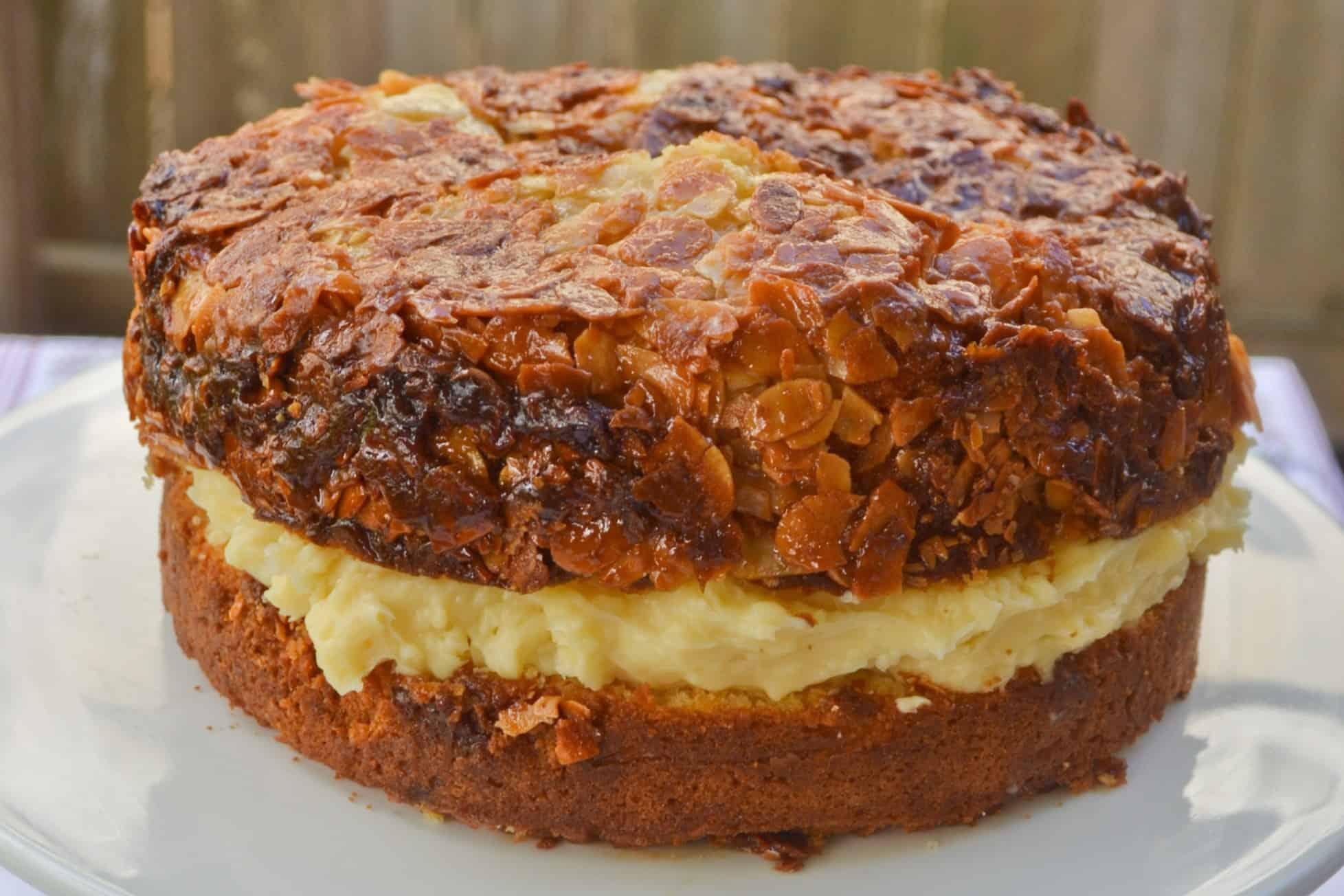 Bienenstich (german bee sting cake)