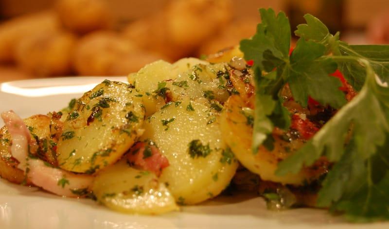 Bratkartoffein (german fried potatoes)