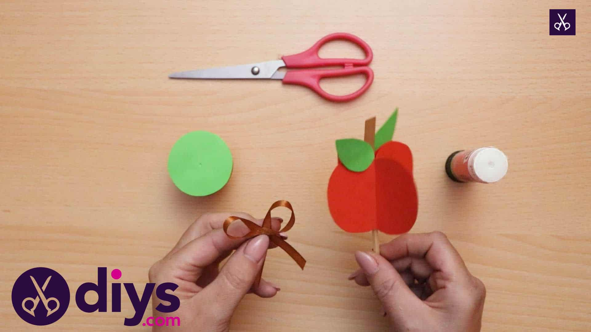 3d paper apple decor for fall wood