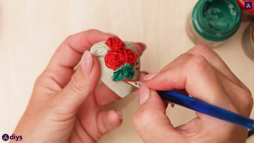 Diy concrete heart and roses green color