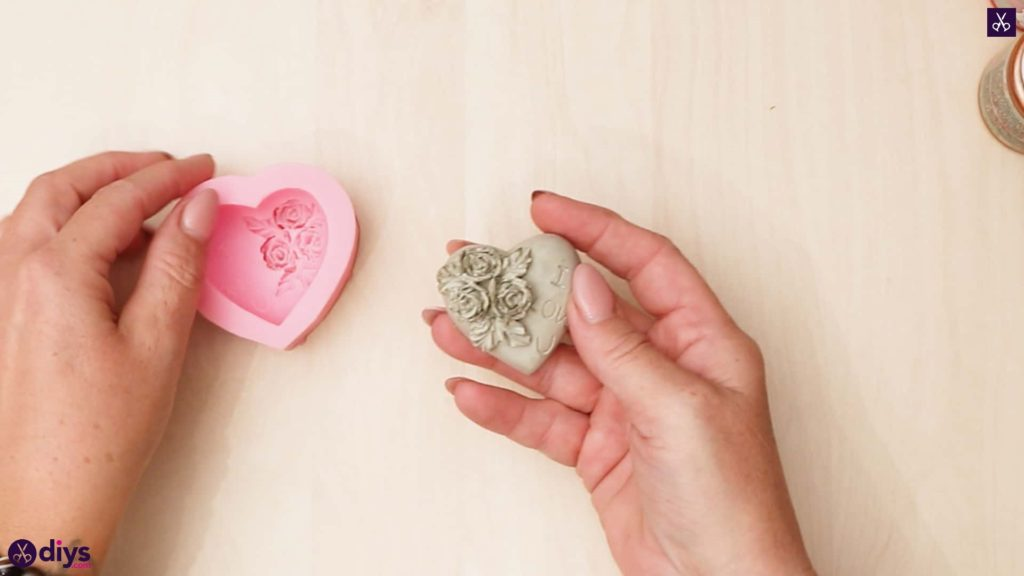 Diy concrete heart and roses mold