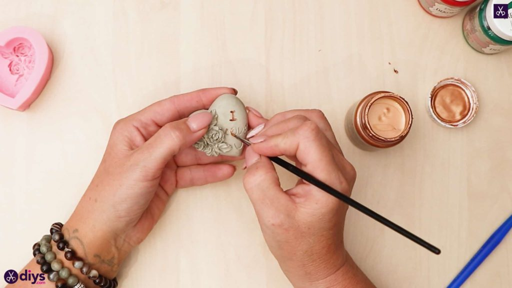 Diy concrete heart and roses paint