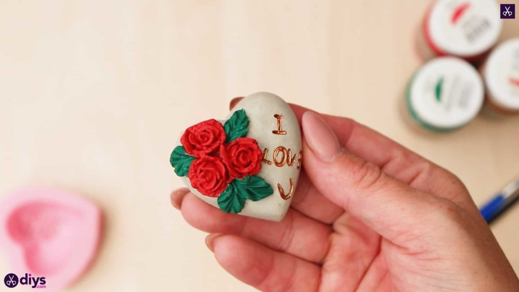 Diy concrete heart and roses roses
