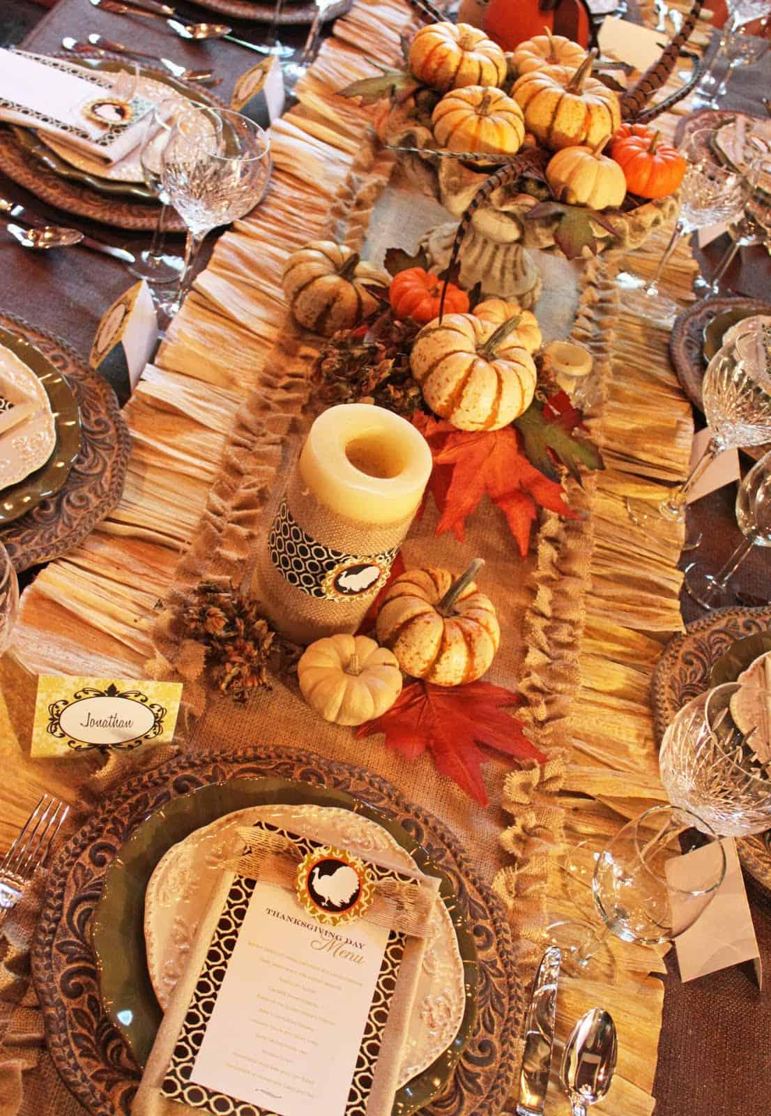 Diy burlap and corn husks table