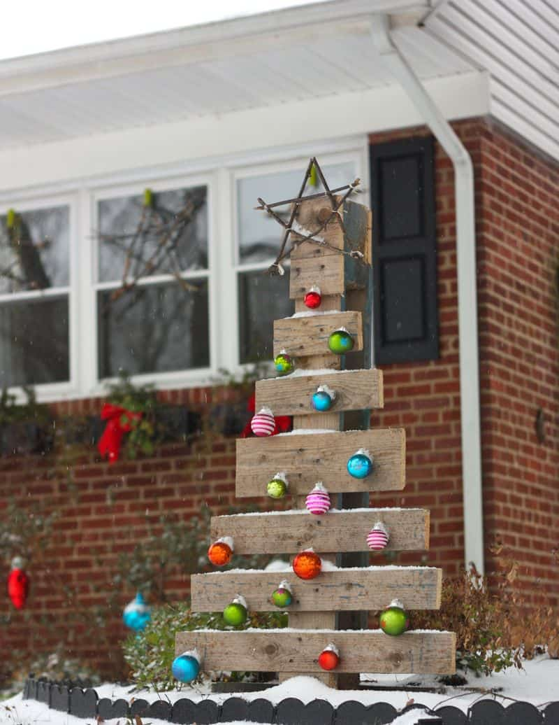 Decorated wooden pallet christmas tree