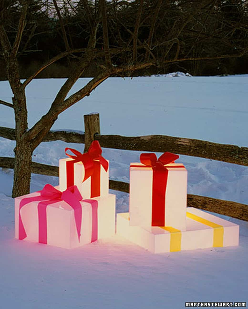 Glowing lawn gift boxes