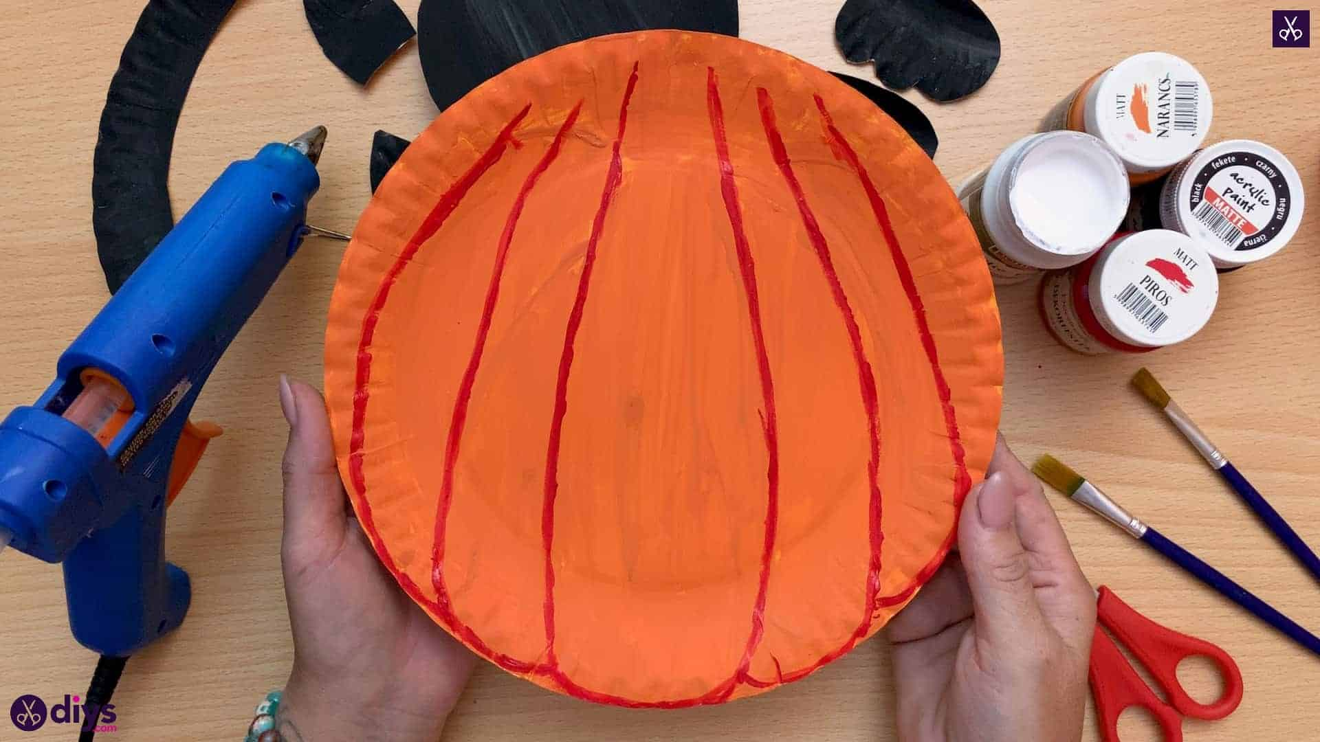 Halloween decor piece from paper plates add red color