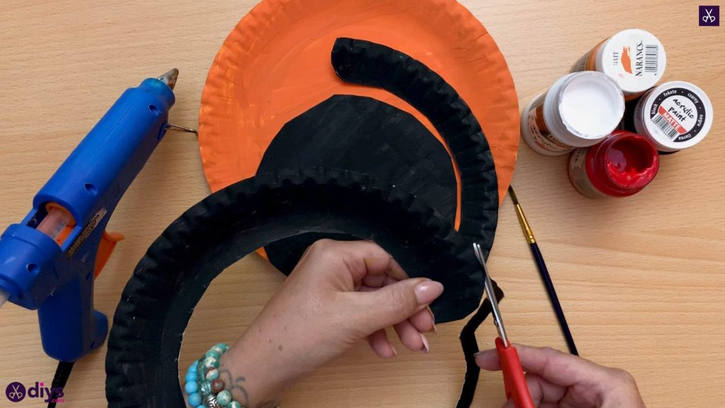 Halloween decor piece from paper plates cutting