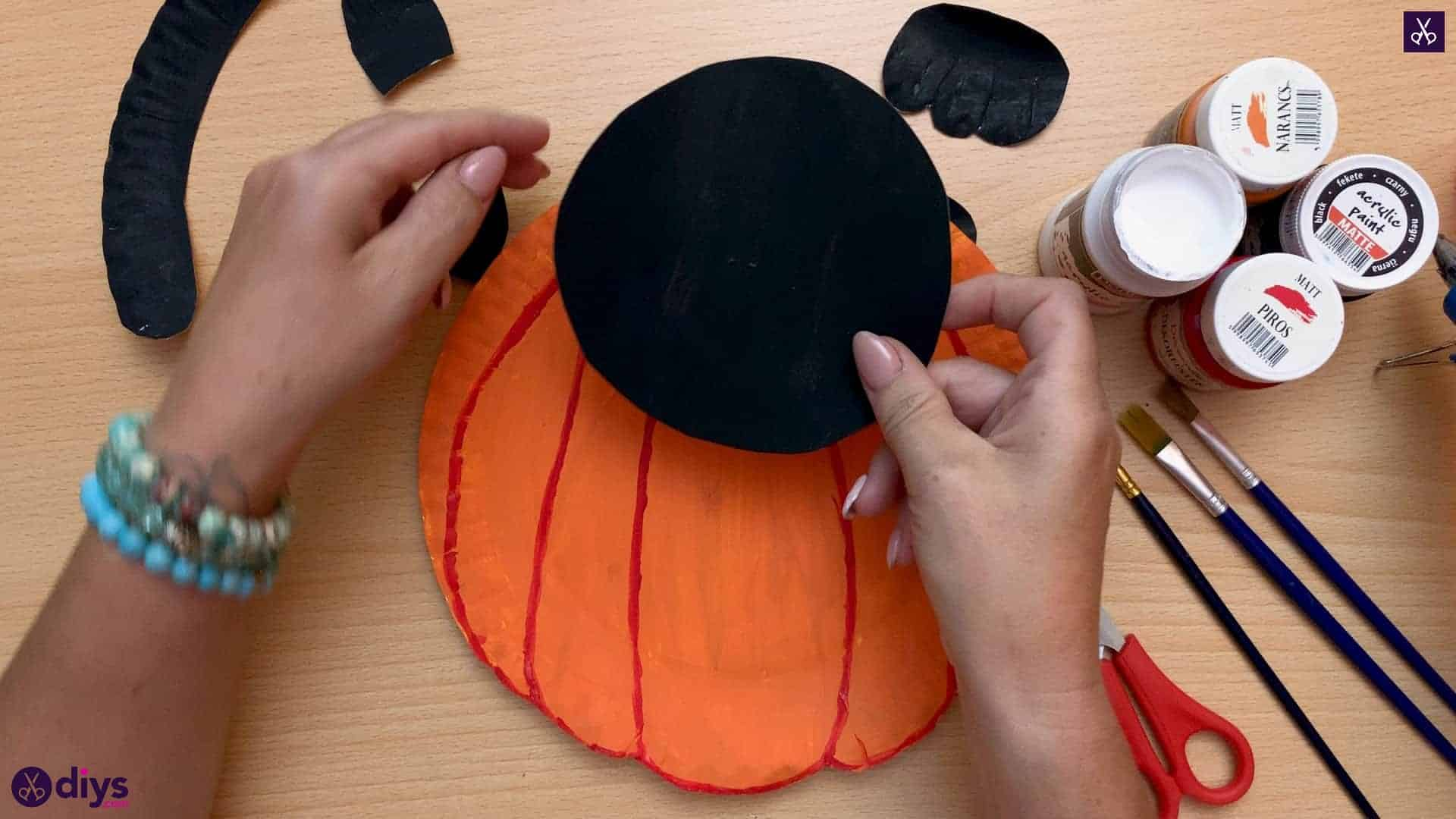 Halloween decor piece from paper plates top