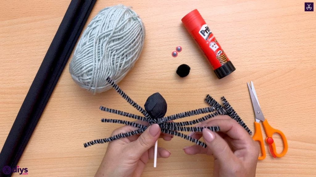 How to make lollipop spiders for halloween kids craft