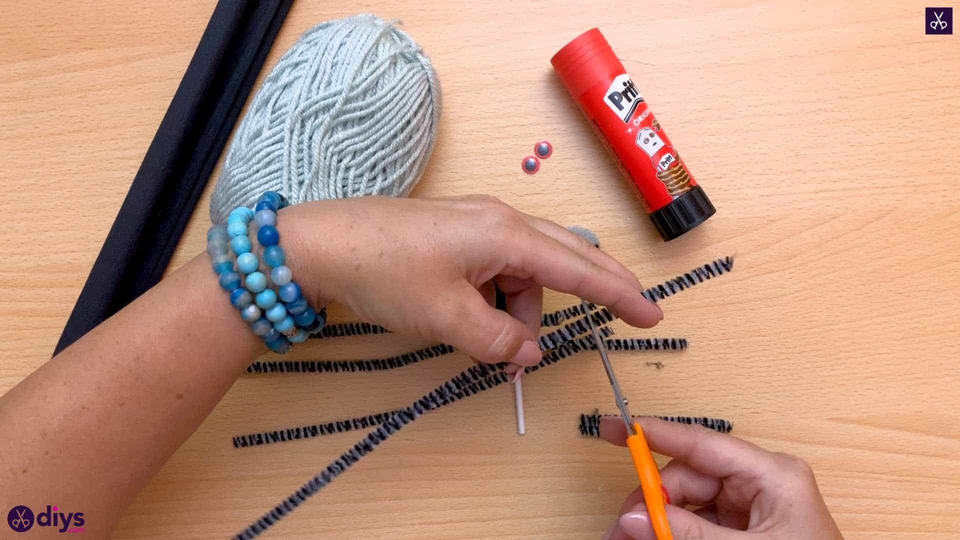 How to make lollipop spiders for halloween yarn