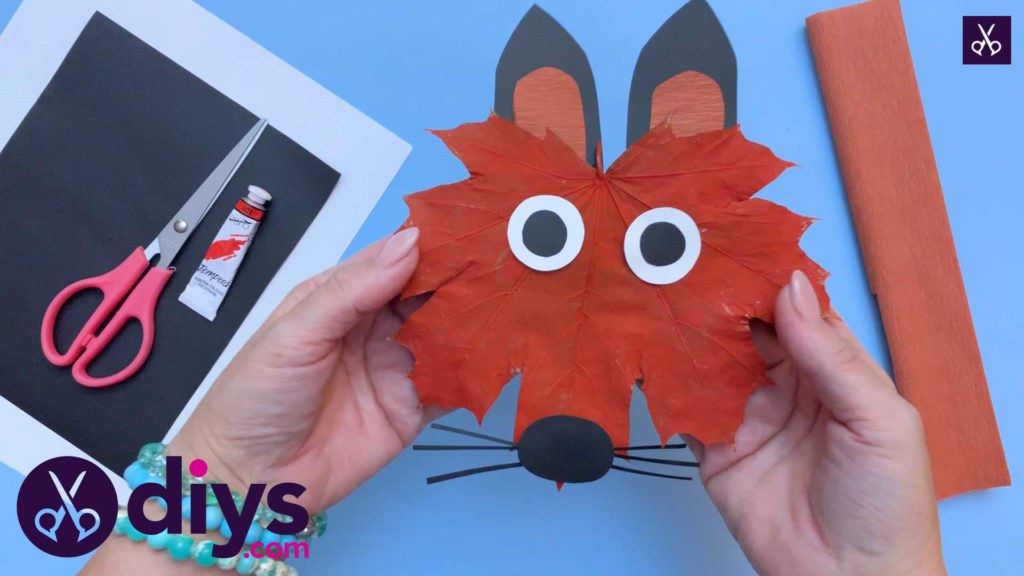 How to make a cute fox from an autumn leaf