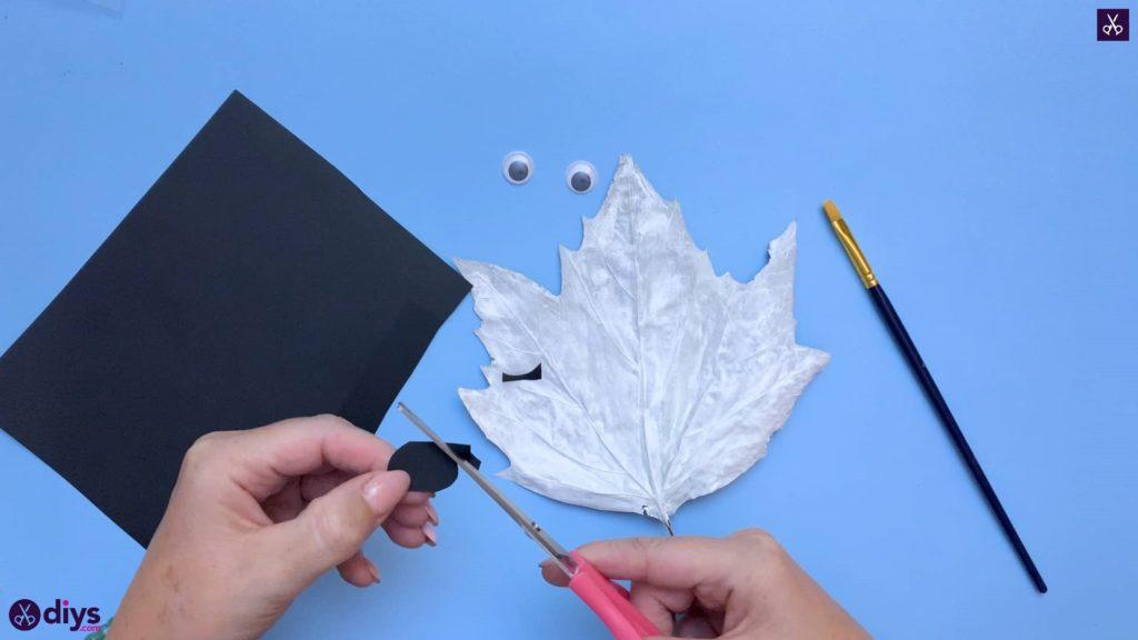 چگونه یک شبح برگ برگ پاییزی درست کنیم