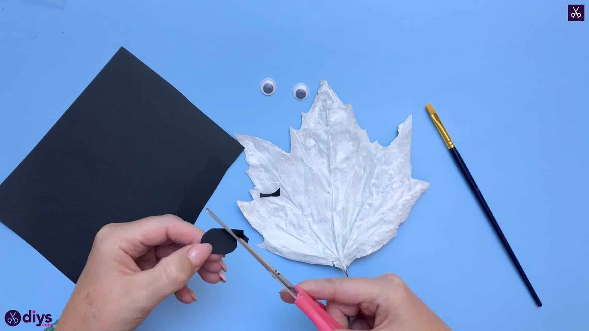 How to make a fall leaf ghost cuy