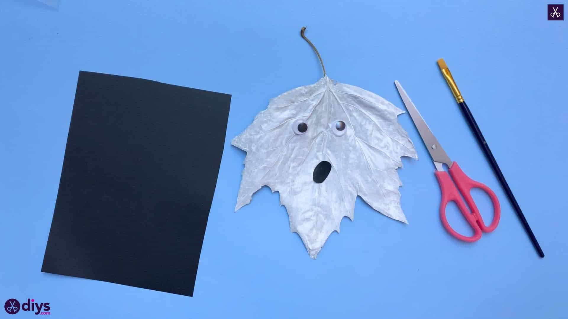 How to make a fall leaf ghost diy