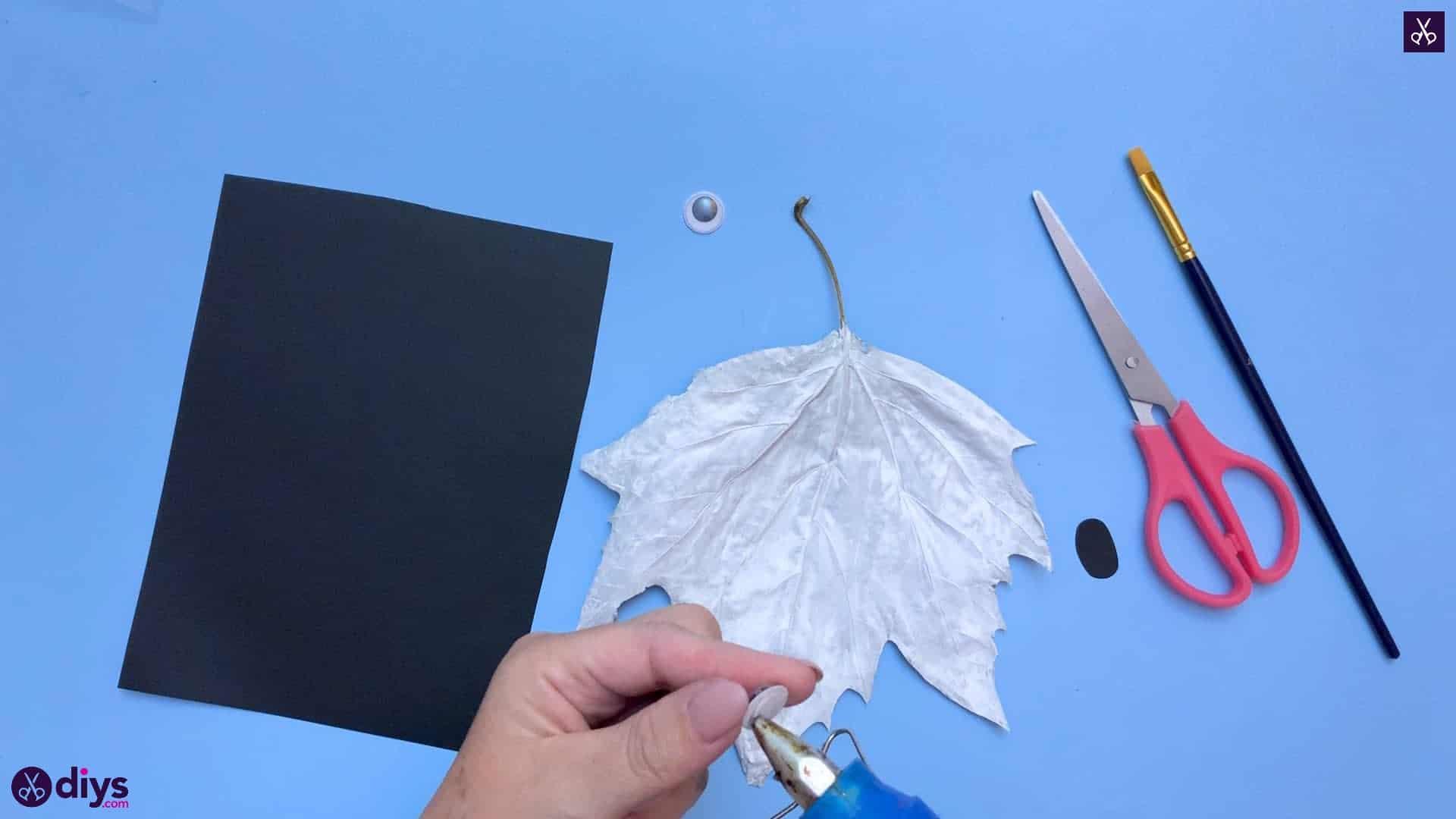 How to make a fall leaf ghost eye