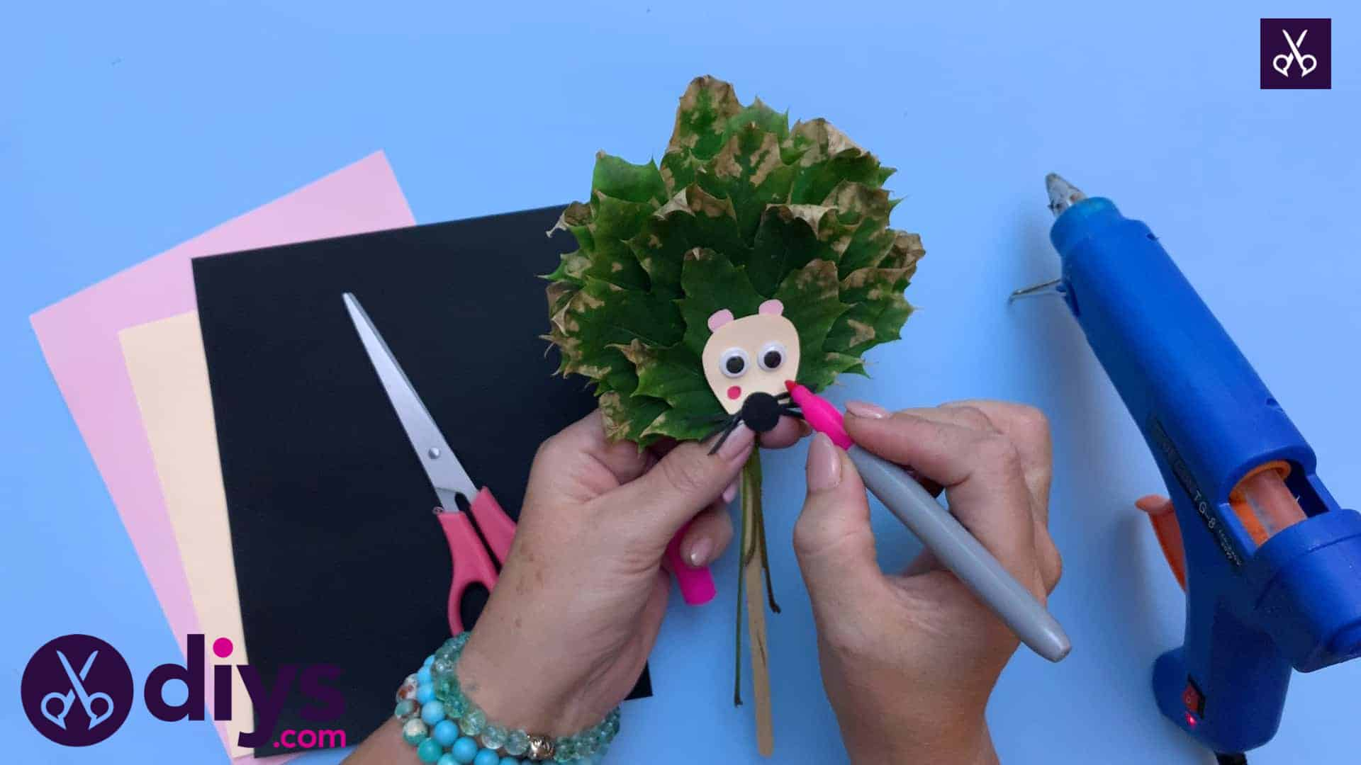 How to make a hedgehog puppet from autumn leaves stencil