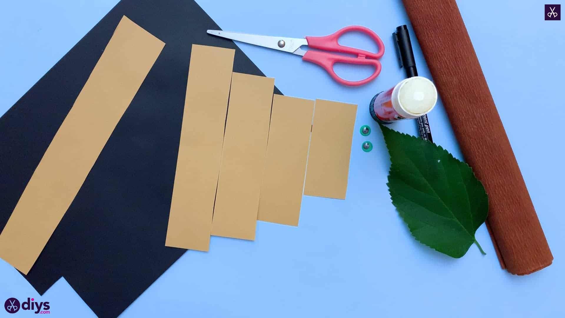 How to make a paper hedgehog on a fall leaf arrange