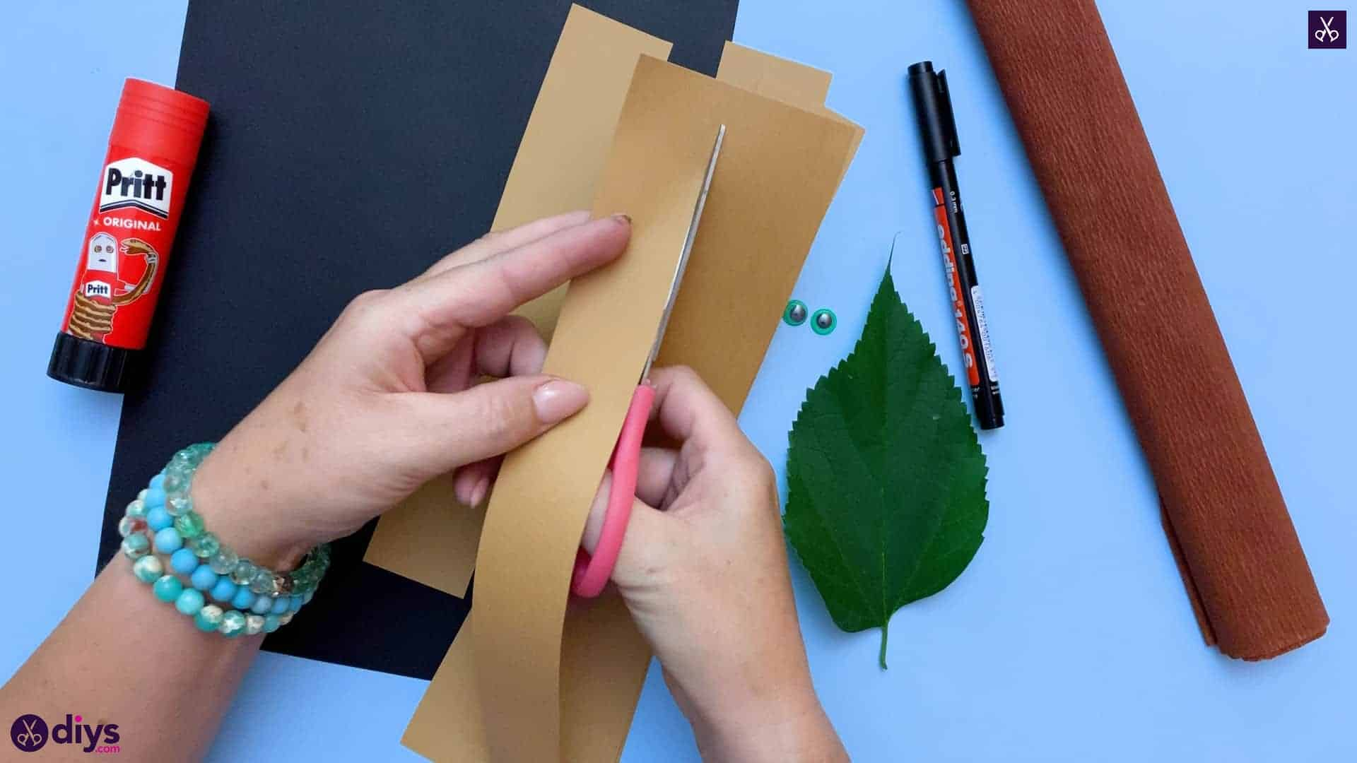 How to make a paper hedgehog on a fall leaf cutt